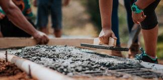 Jak wybrać dobrą wypożyczalnię sprzętu budowlanego w Puławach